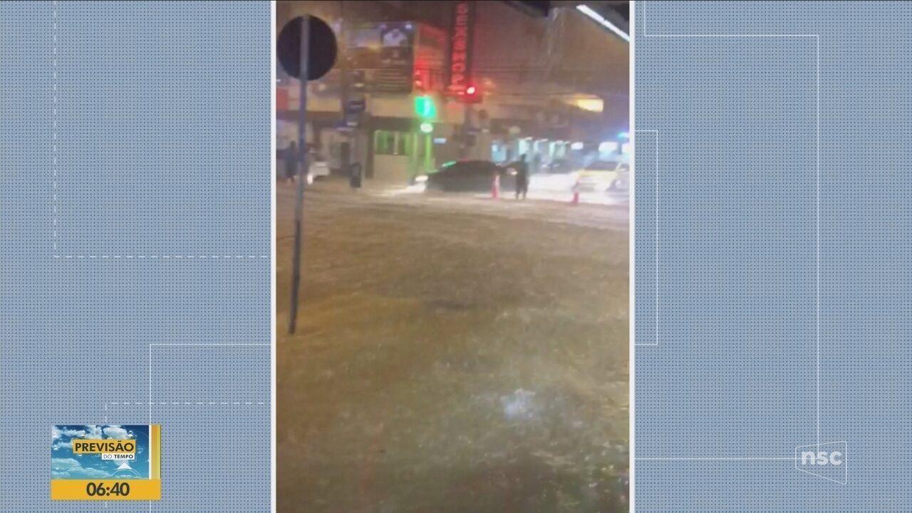 Chuva causa transtornos em cidades do Litoral Norte de SC