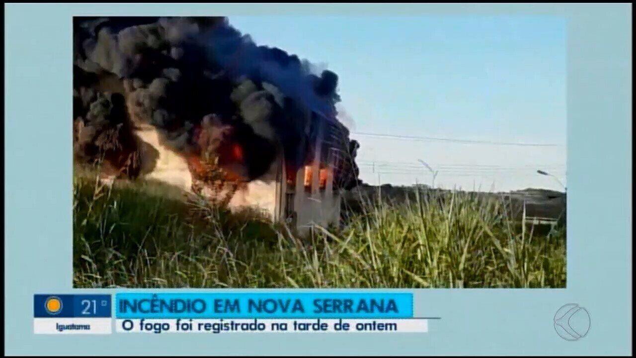 Incêndio é registrado em galpão com materiais recicláveis em Nova Serrana