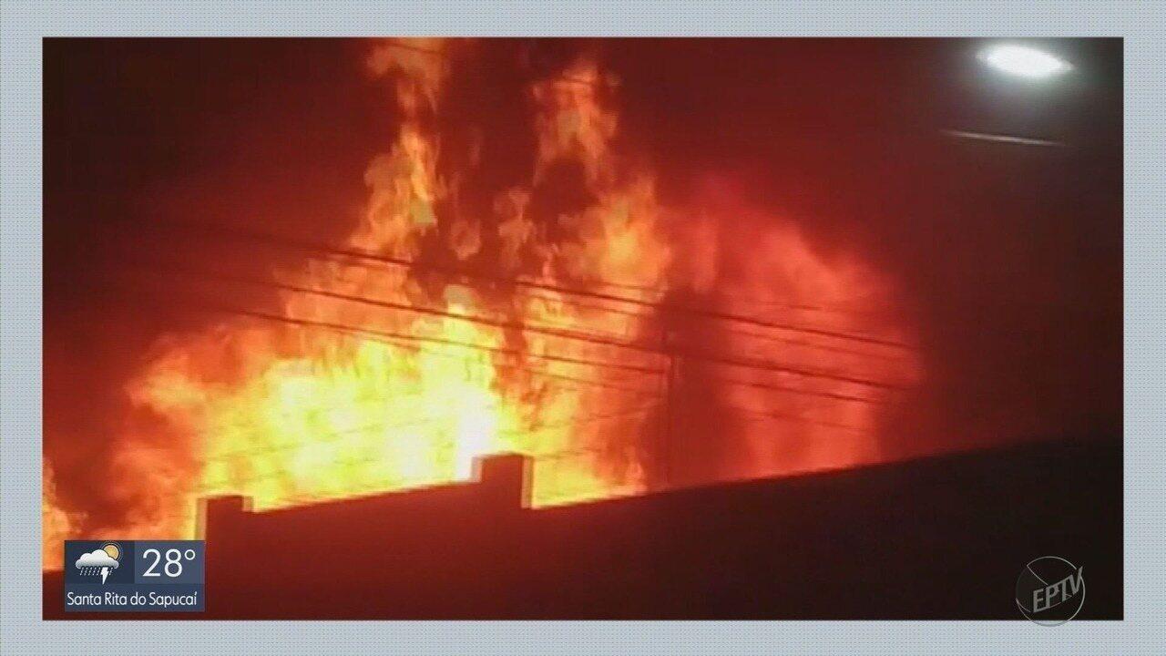 Causa de incêndio em depósito de supermercado em Pouso Alegre ainda é desconhecida