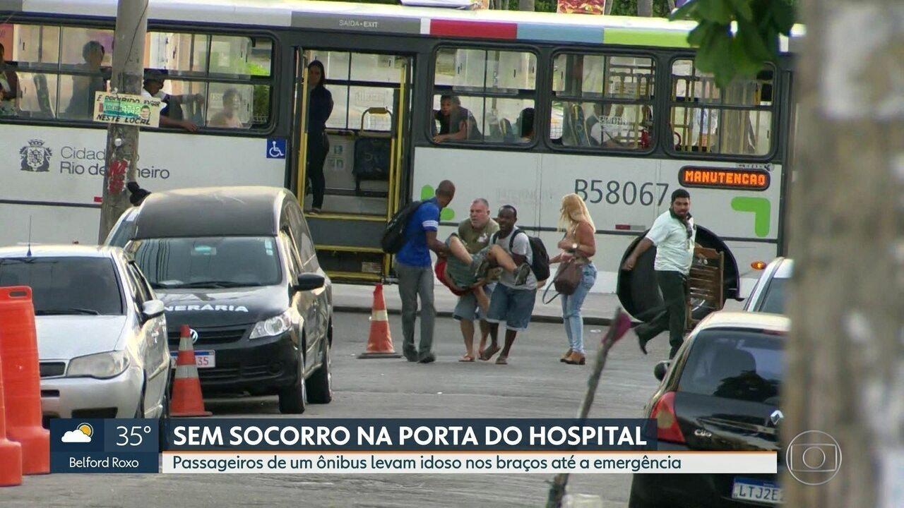 Passageiros de ônibus levam idoso nos braços até porta do Hospital Getúlio Vargas