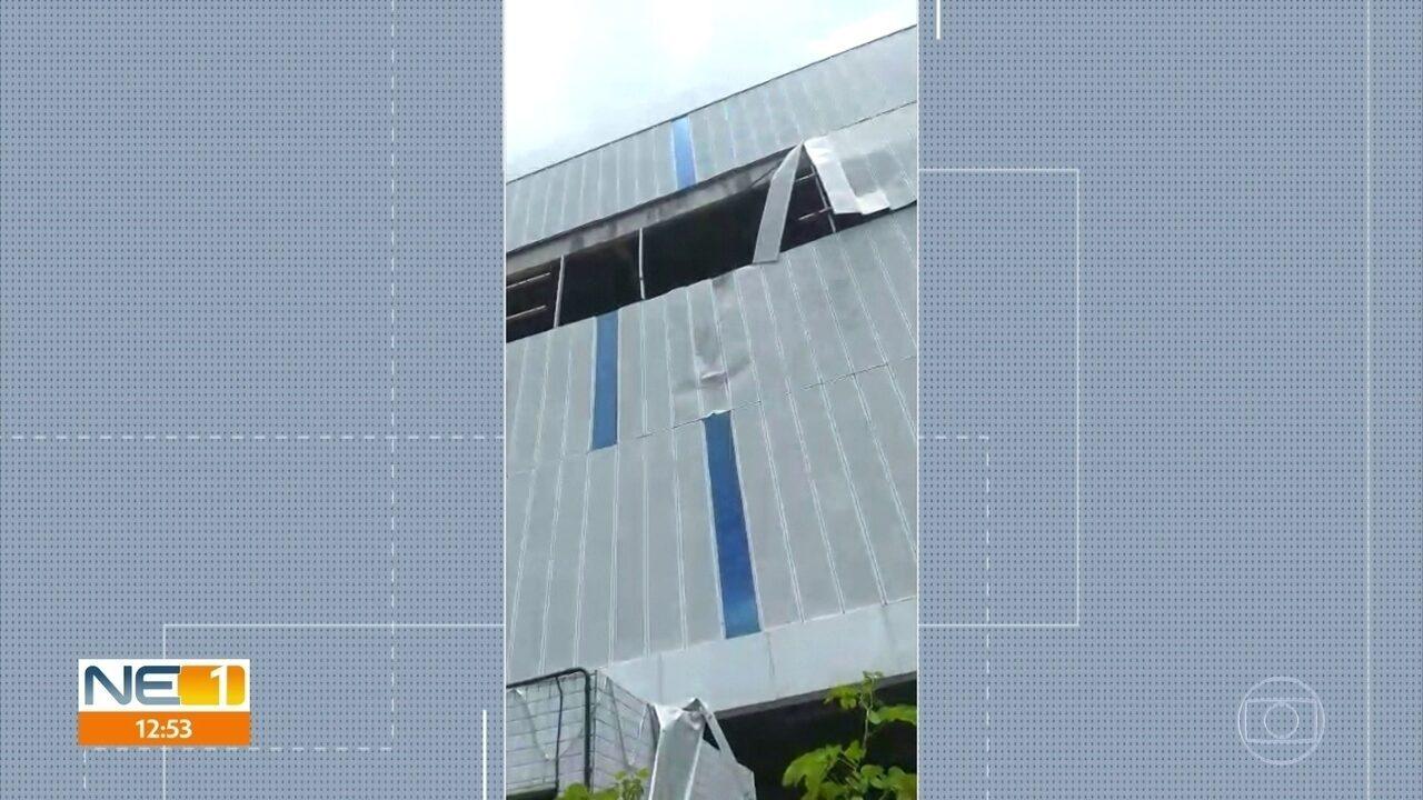 Lavador perde controle e carro cai do 3º andar de garagem de prédio comercial no Recife