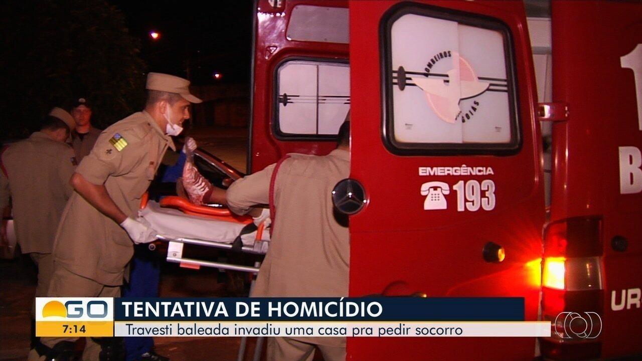 Travesti invade casa para pedir socorro após ser baleada, em Goiânia