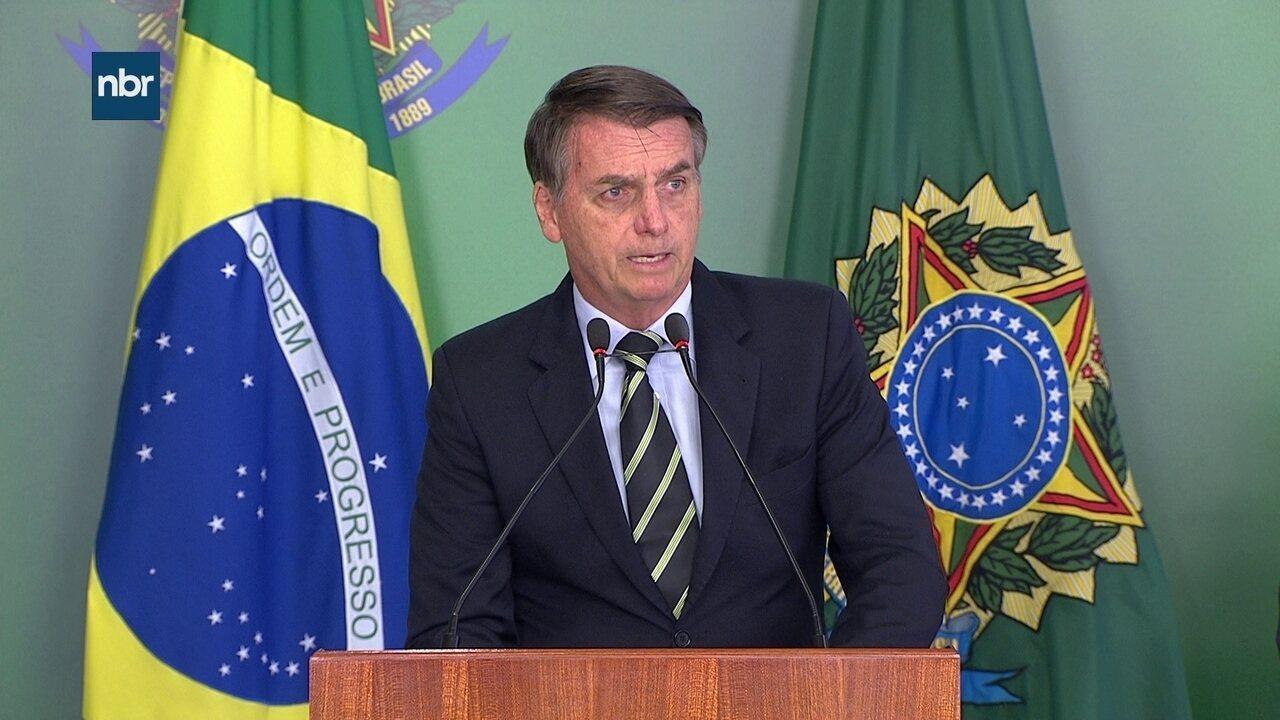 Jair Bolsonaro discursa durante evento da assinatura do decreto sobre posse de armas