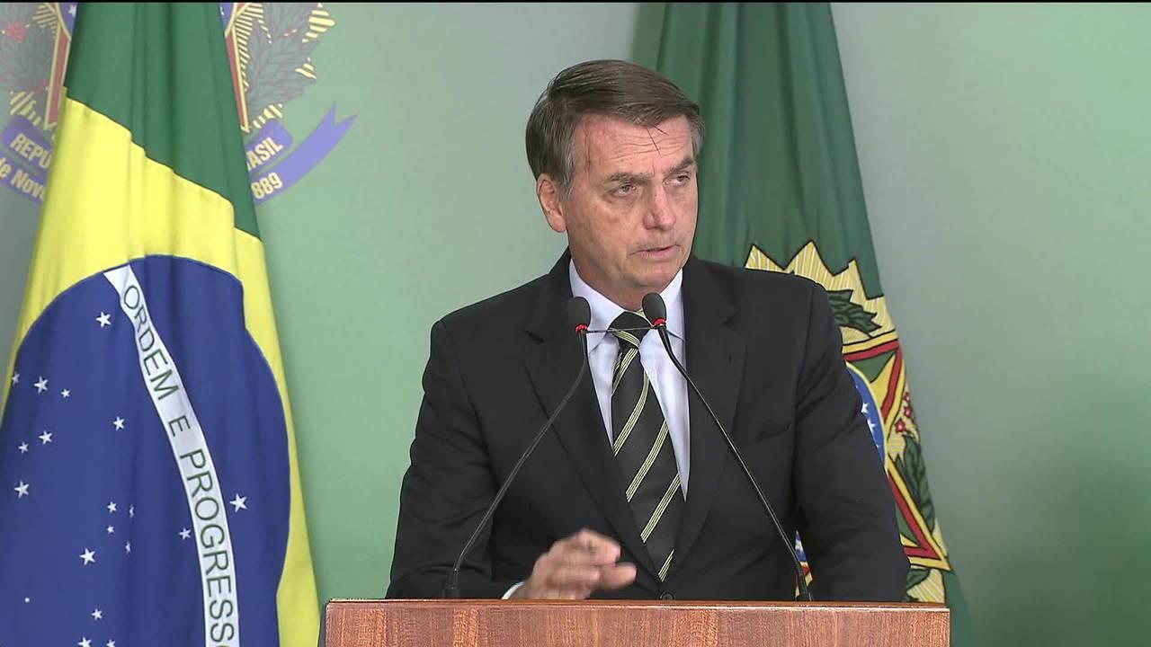 Presidente Bolsonaro assina decreto que facilita a posse de armas de fogo