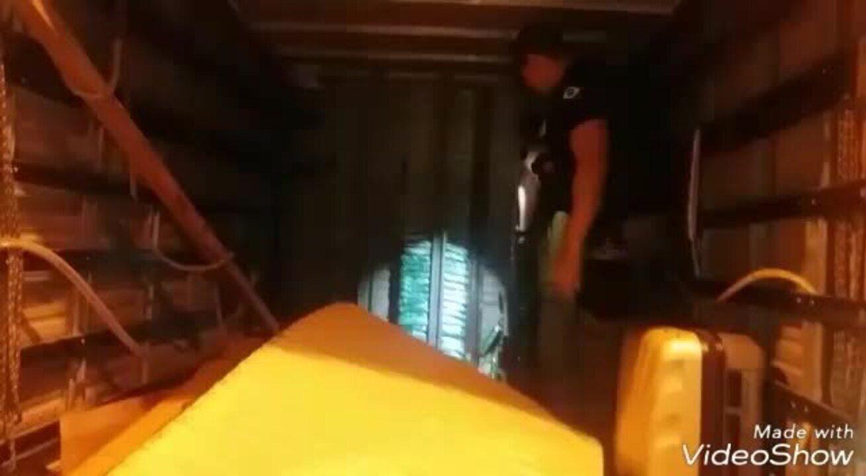 PRF encontra 80 kg de droga escondidos em baú de caminhão em Alagoas