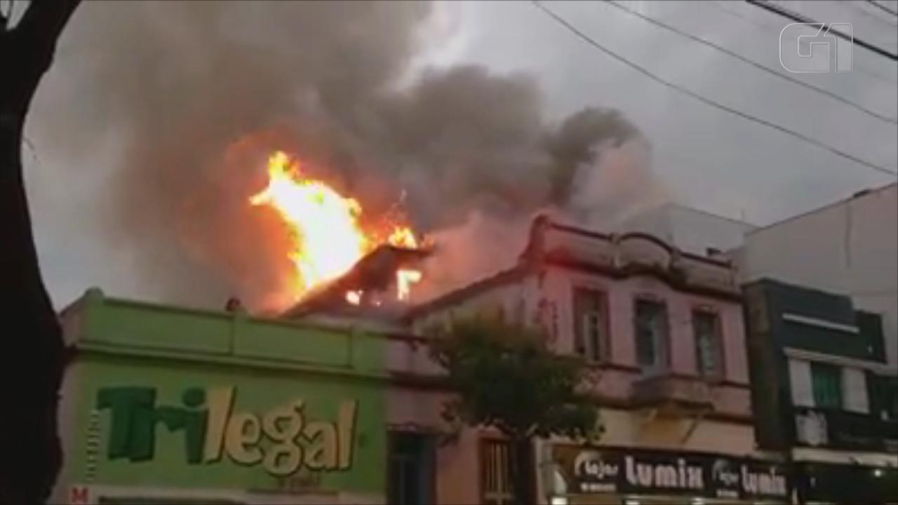Incêndio atinge hotel no Centro de Santo Ângelo no Rio Grande do Sul