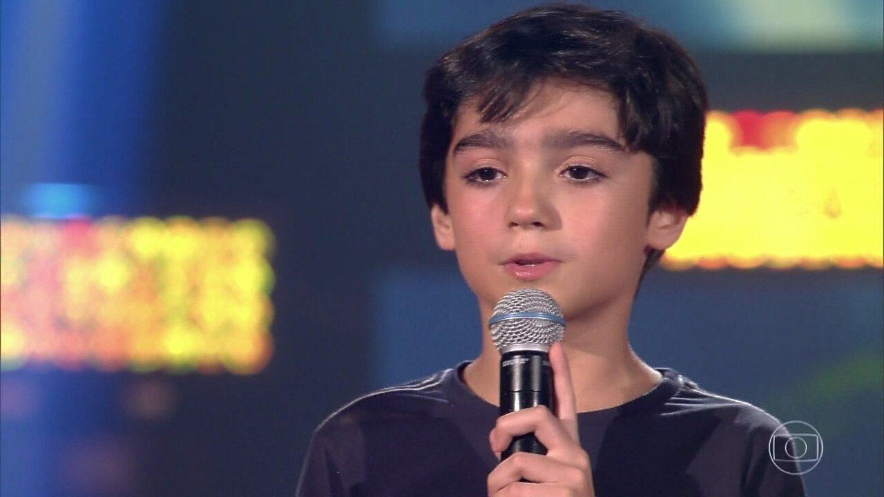 Henrique Linhares canta