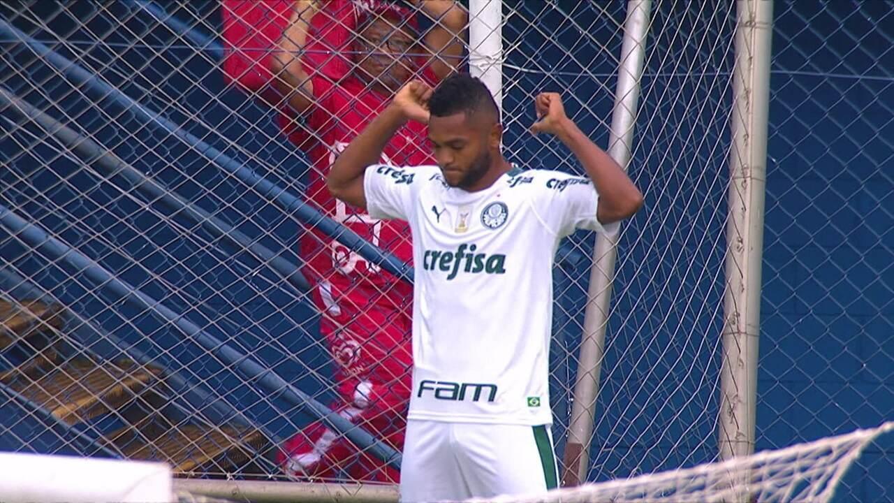 Gol do Palmeiras! Borja briga na área, tira o goleiro e abre o placar aos 13' do 1º tempo