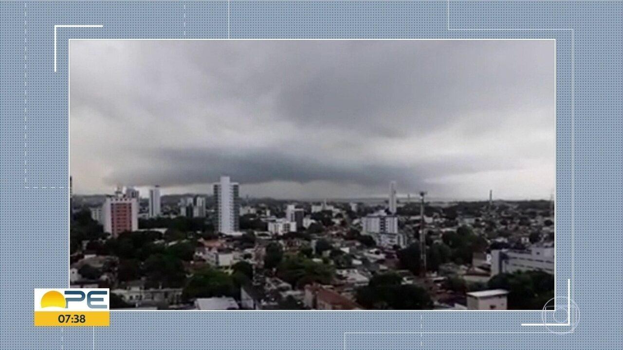 Grande Recife registra fortes chuvas e trovões durante a madrugada; Apac emite alerta