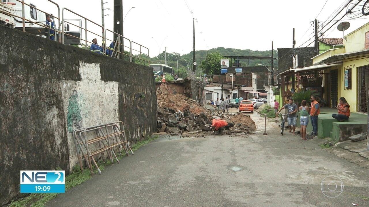 Chuva causa desabamento de muro na Zona Norte do Recife