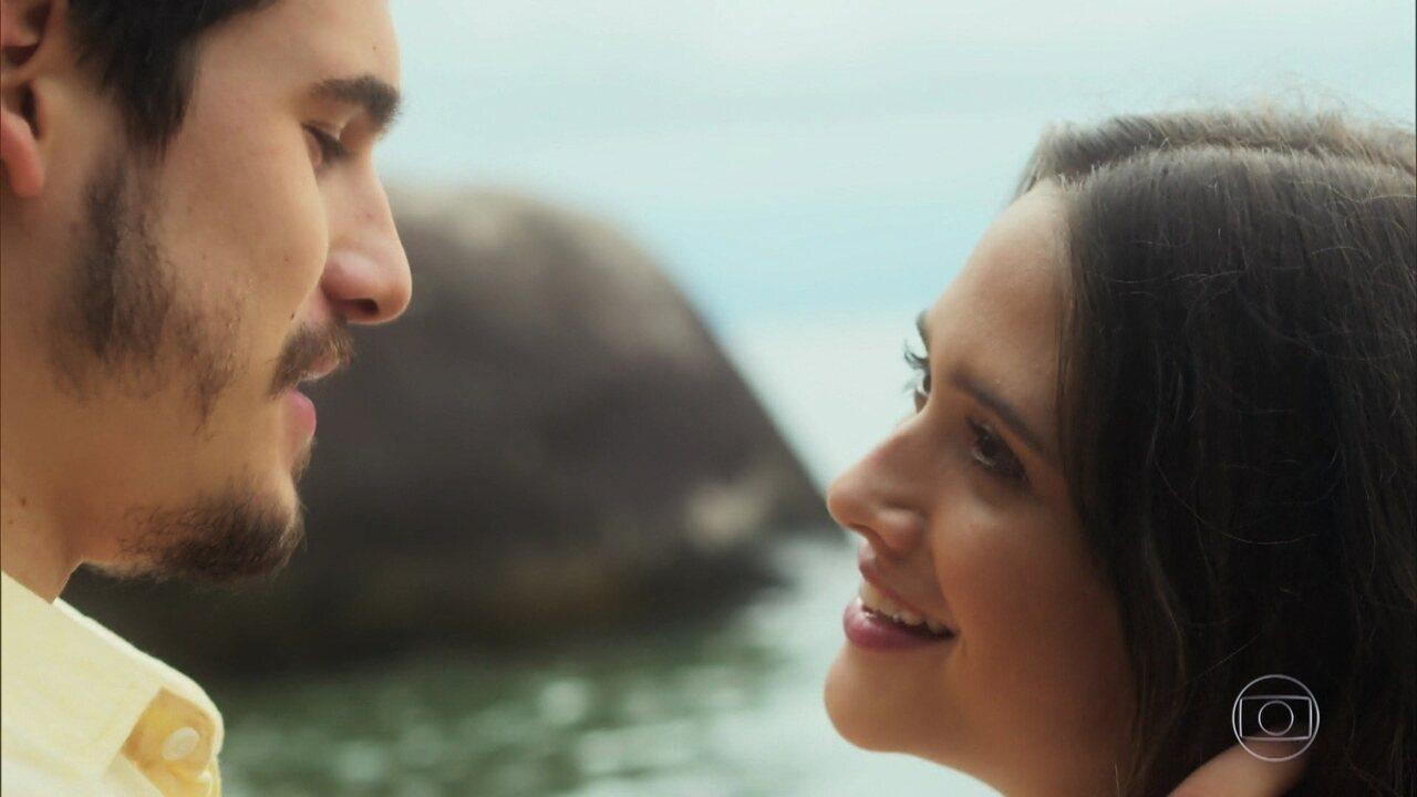 Marocas e Samuca voltam à praia onde se conheceram