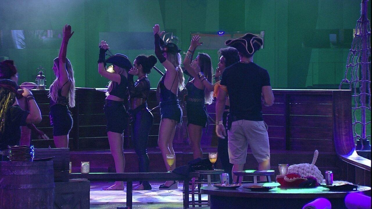 Sisters fazem coreografia para música de Shakira