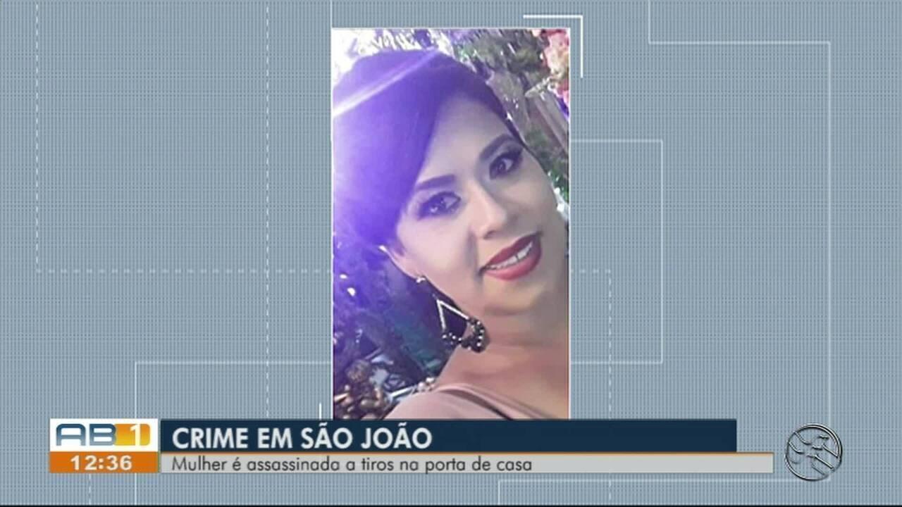 Mulher é morta a tiros na frente da casa onde morava no Centro de São João