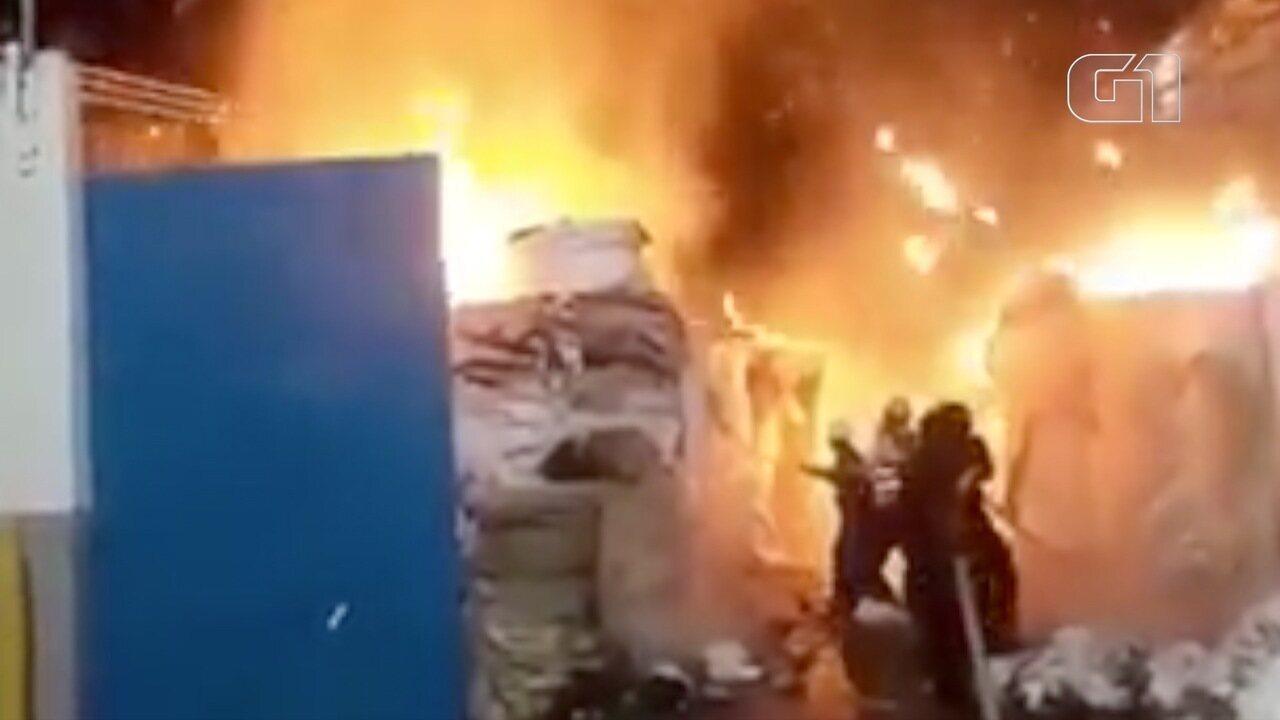 Incêndio atinge depósito na unidade da Santher em Bragança Paulista, SP