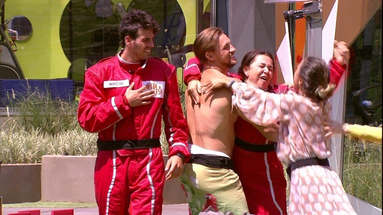 Anjos Tereza e Maycon voltam para a casa e sister celebra: 'Ganhei um carro'
