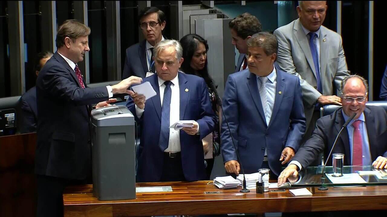 Após votos a mais, Senado decide fazer nova votação para a presidência da casa