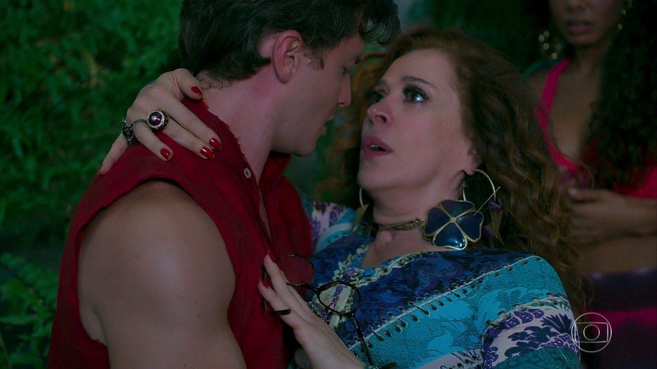 Lidiane (Claudia Raia) e Patrick (Klebber Toledo) se conhecem, em 'Verão 90'