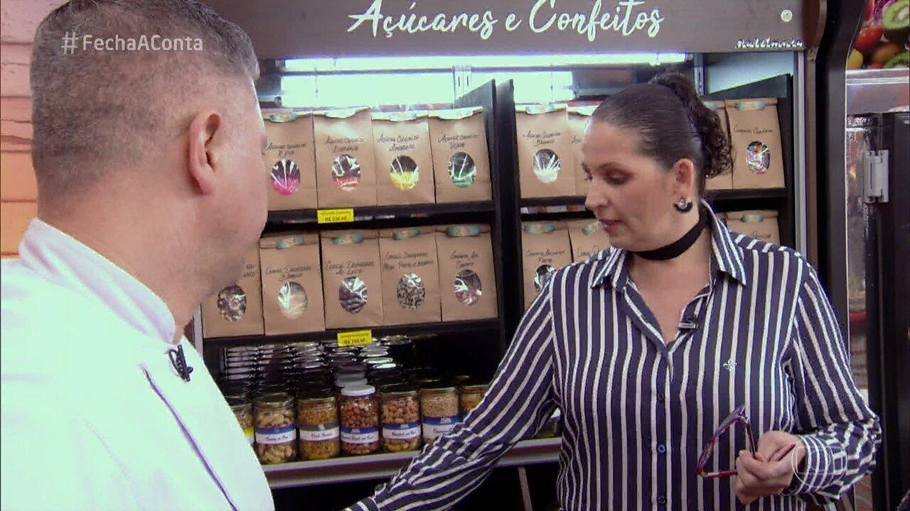 Jurados visitam o mercado no segundo dia do 'Fecha a Conta Bolo'