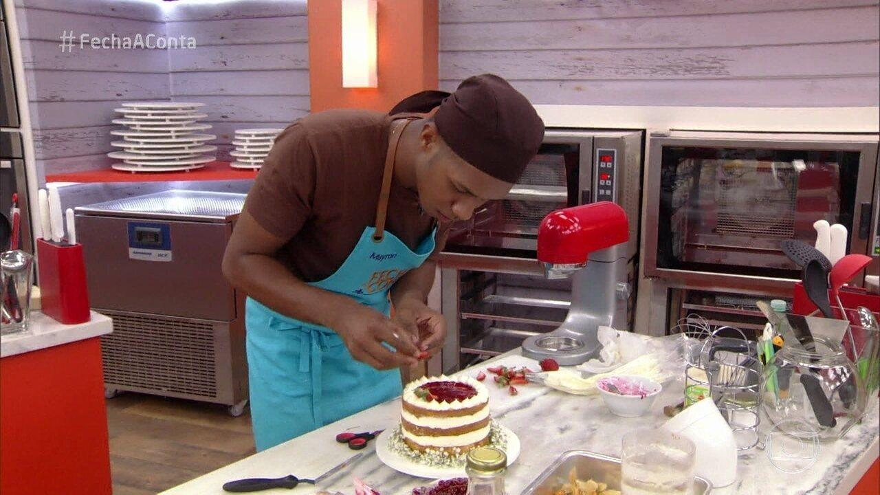 Chefs preparam naked cake na prova do 'Fecha a Conta Bolo'