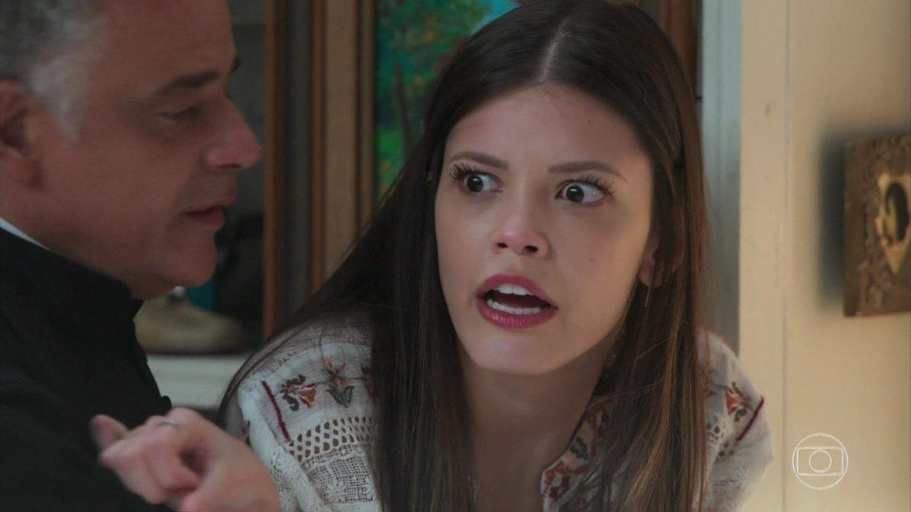 Cris se exalta ao ler a carta de Julia e descobrir que teve um filho com Danilo