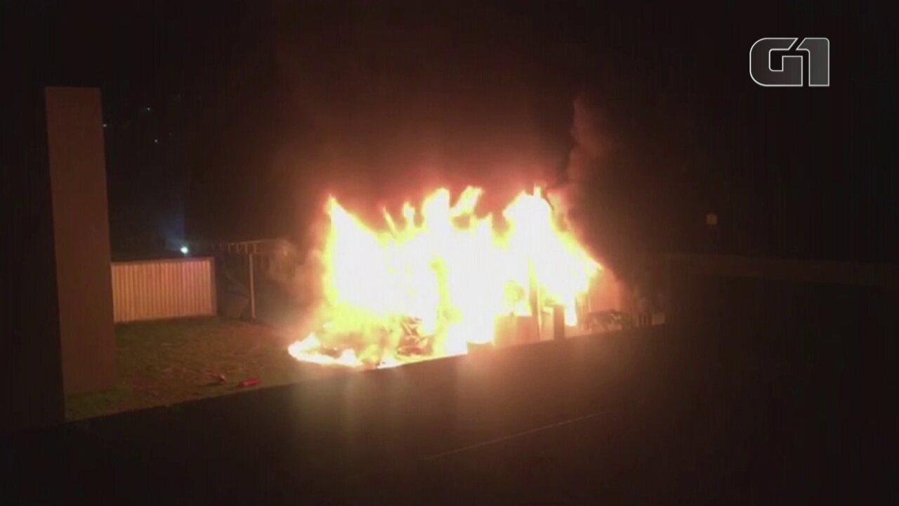 Vídeos mostram incêndio no CT do Flamengo