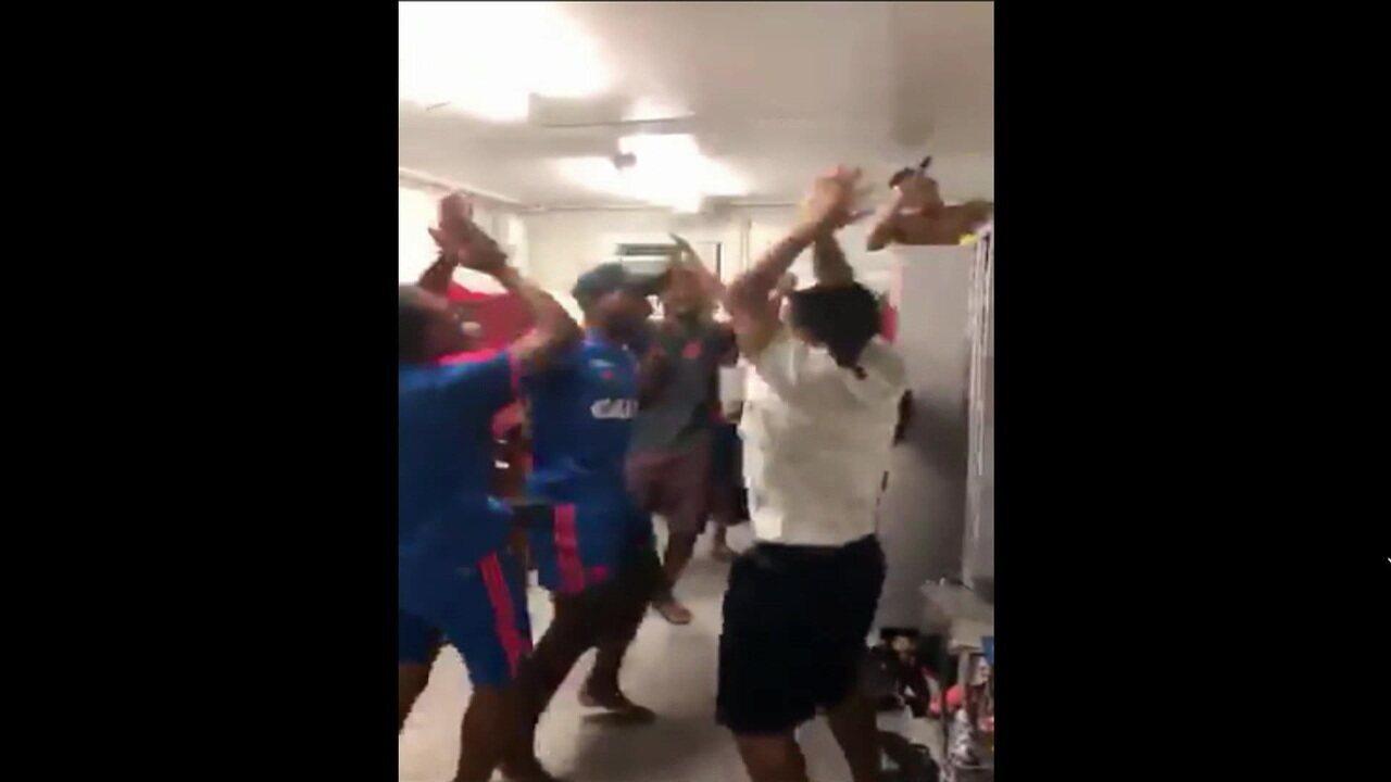 Jogador da base do Flamengo posta vídeo com jovens cantando hino do clube