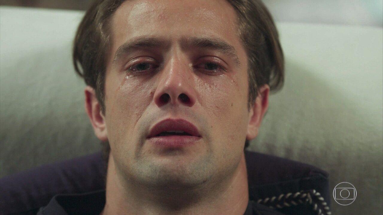 Em sua terapia, Daniel vislumbra o rosto de Cris/Julia