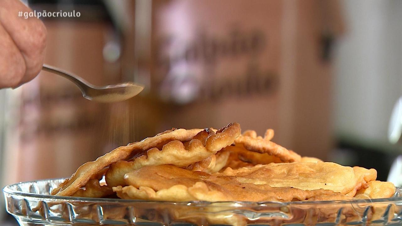 Teixeirinha Filho ensina receita dos Bolinhos da Vovó no quadro Cozinha de Galpão