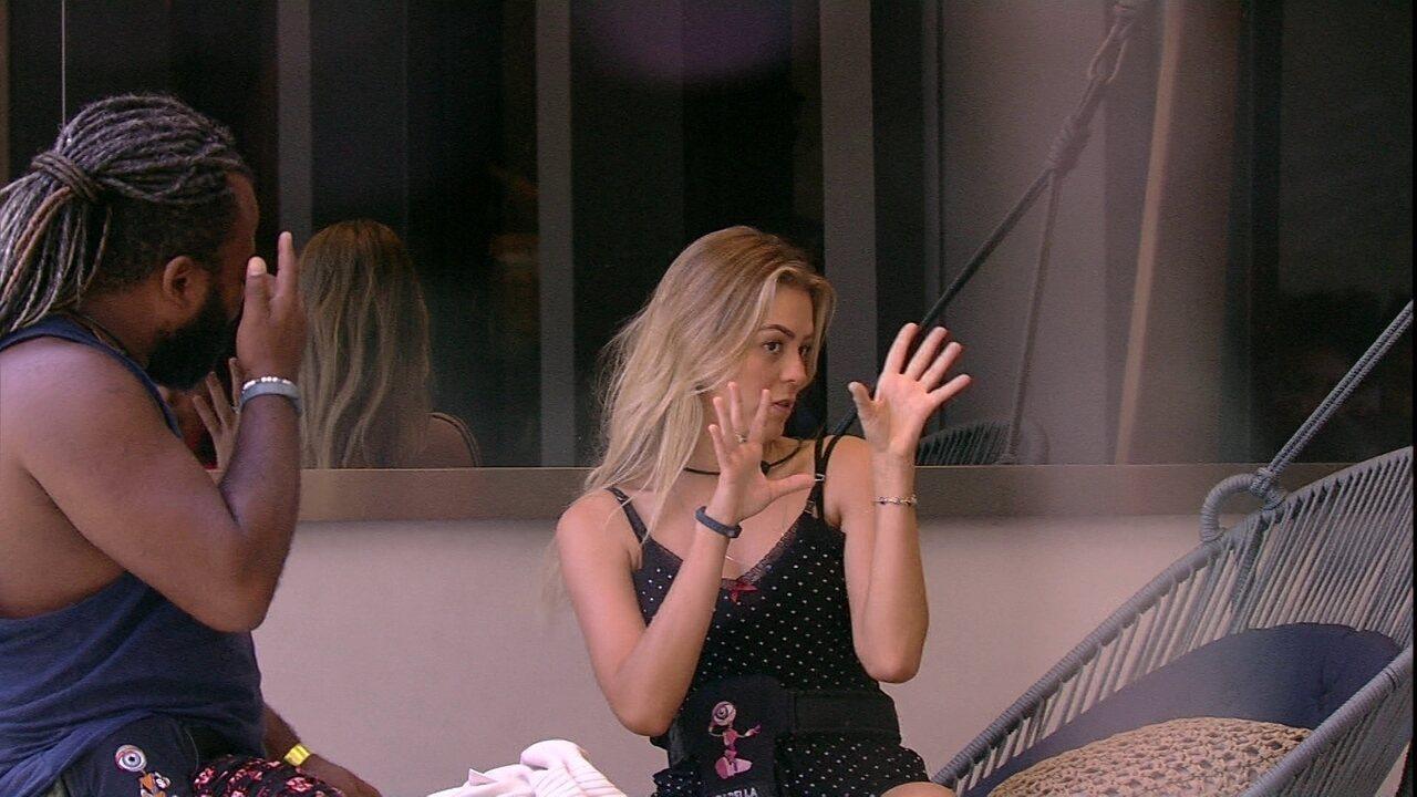 Isabella conta bastidores dos concursos de miss: 'Passava dois dias de maquiagem'