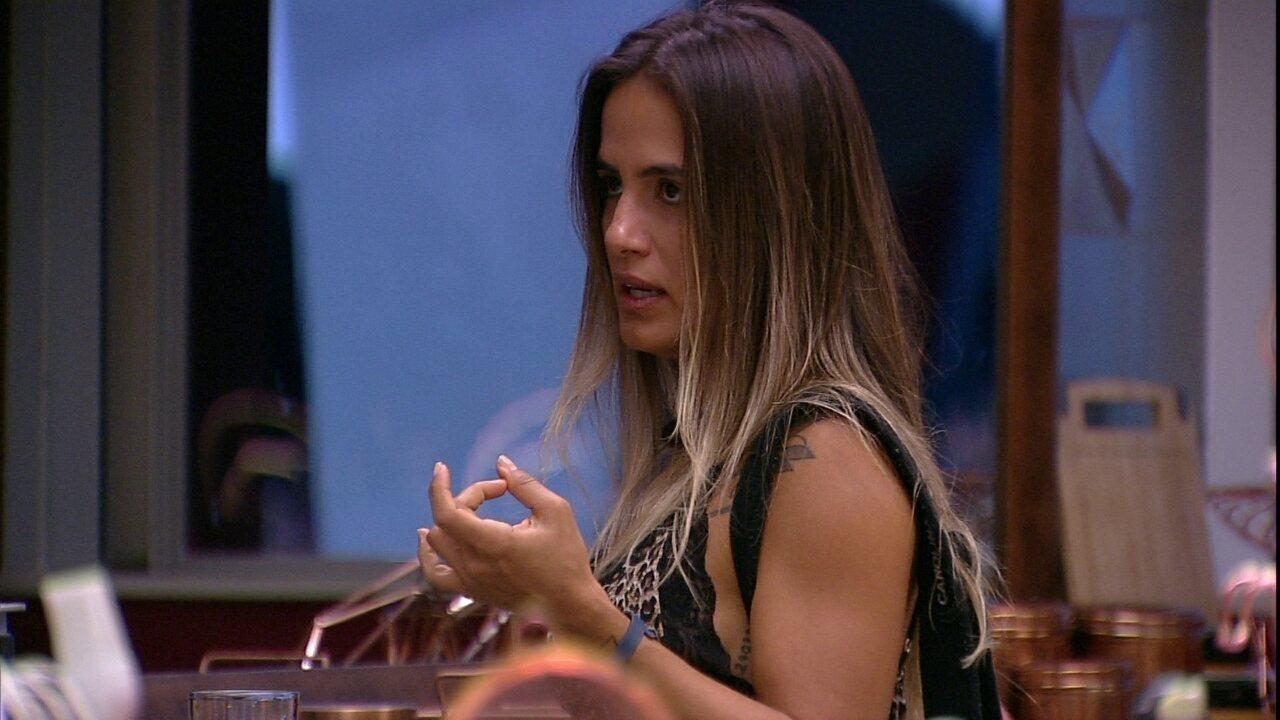 Carolina avisa Diego sobre Paredão: 'Você não vai sair, mas vai sair um homem'