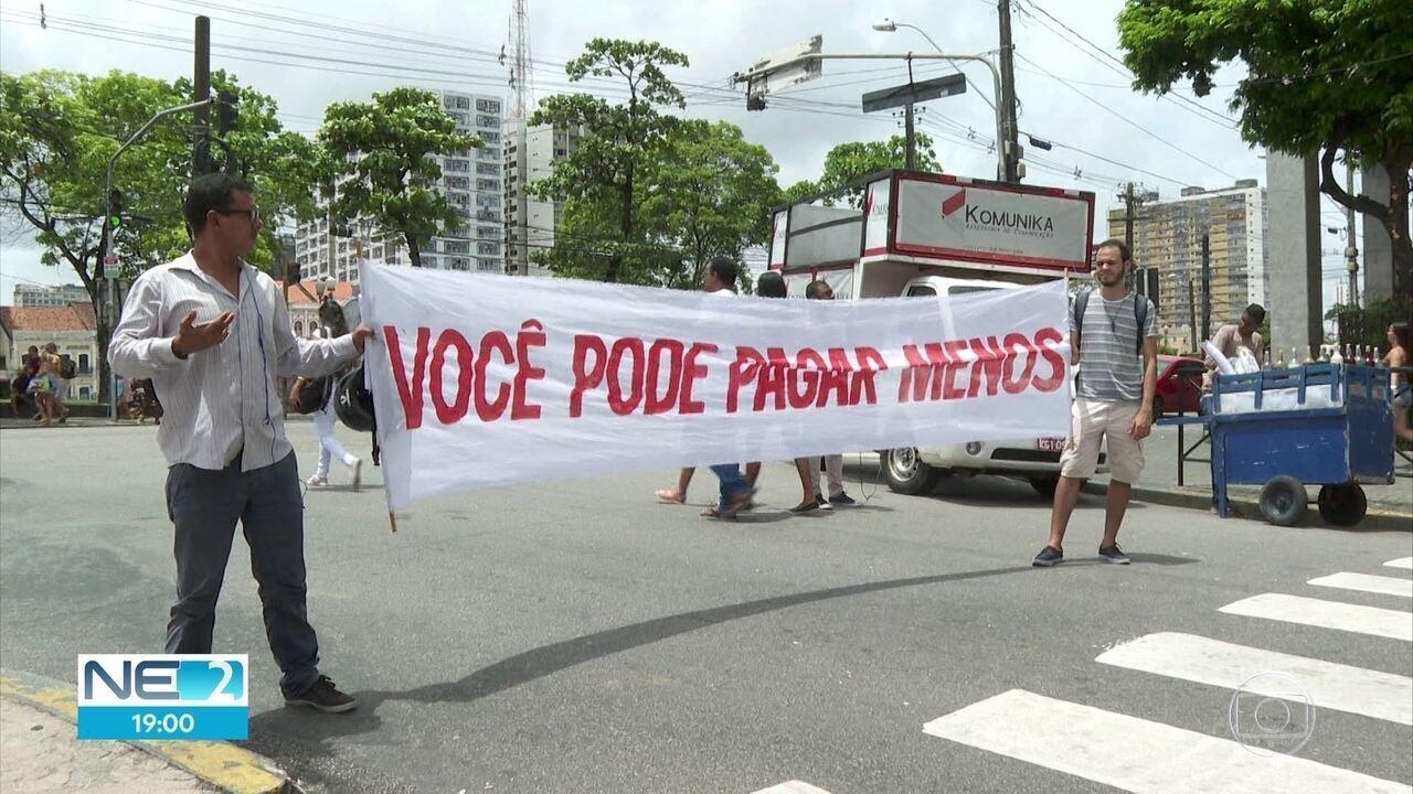 Manifestantes protestam no Recife contra possível aumento da passagem de ônibus