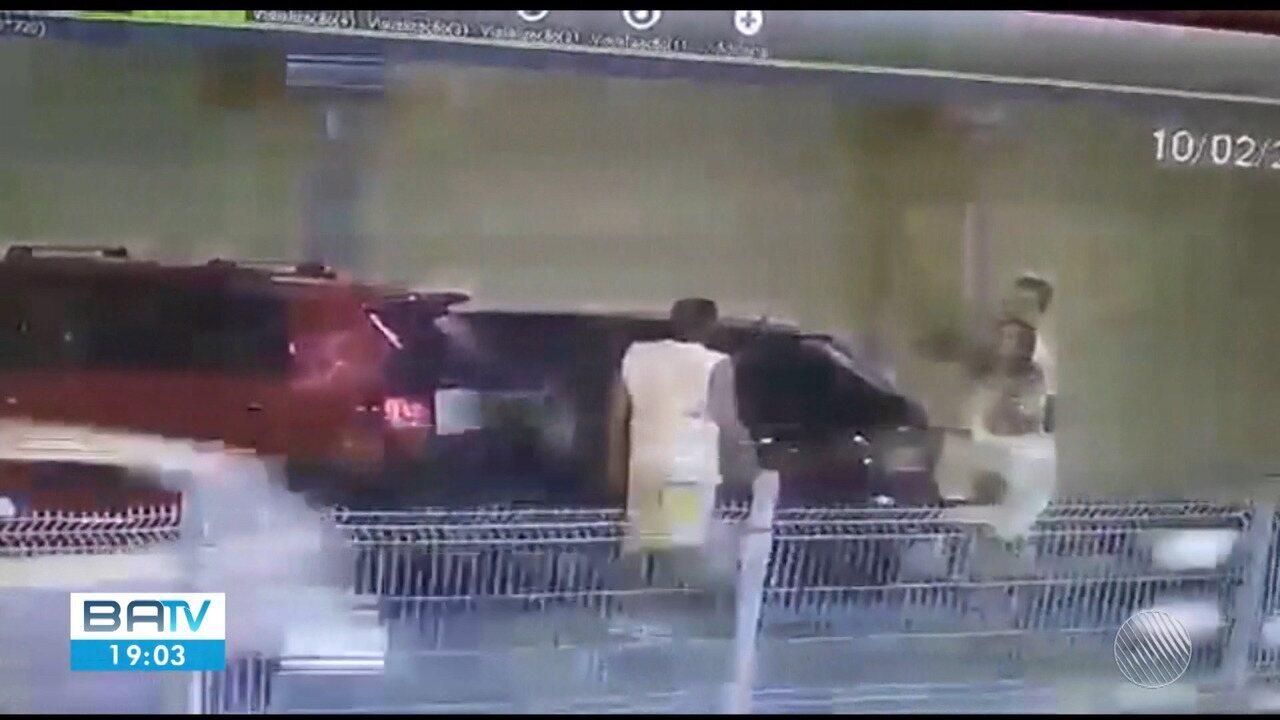 Advogado agride policial civil e mulher após saída de festa em Feira de Santana