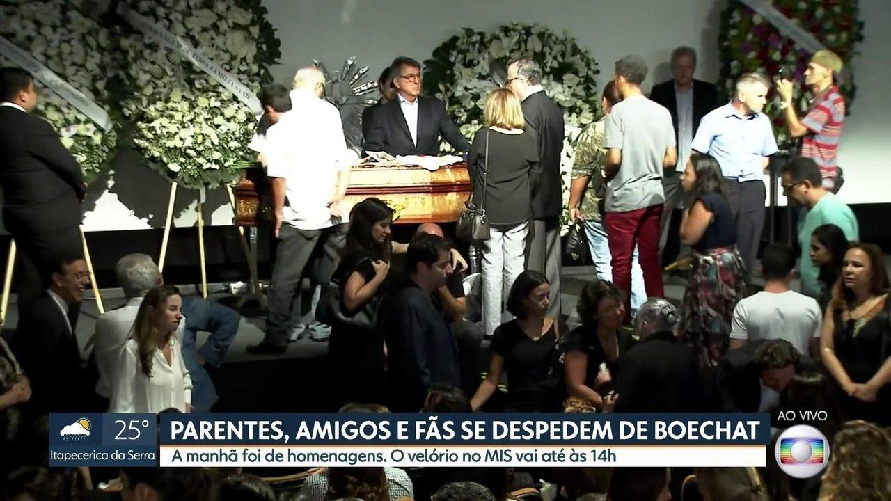 Parentes e amigos prestam homenagens a Ricardo Boechat