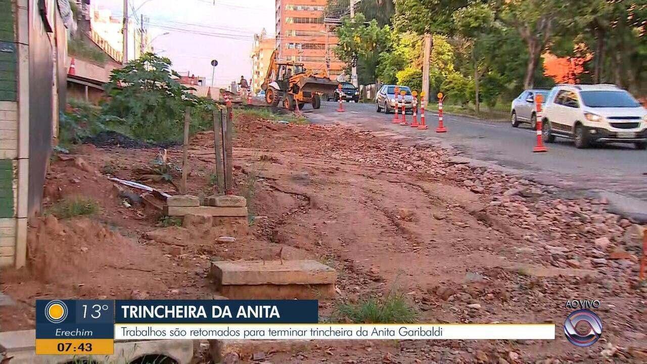 Obras da trincheira da Avenida Anita Garibaldi são retomadas após nova interrupção