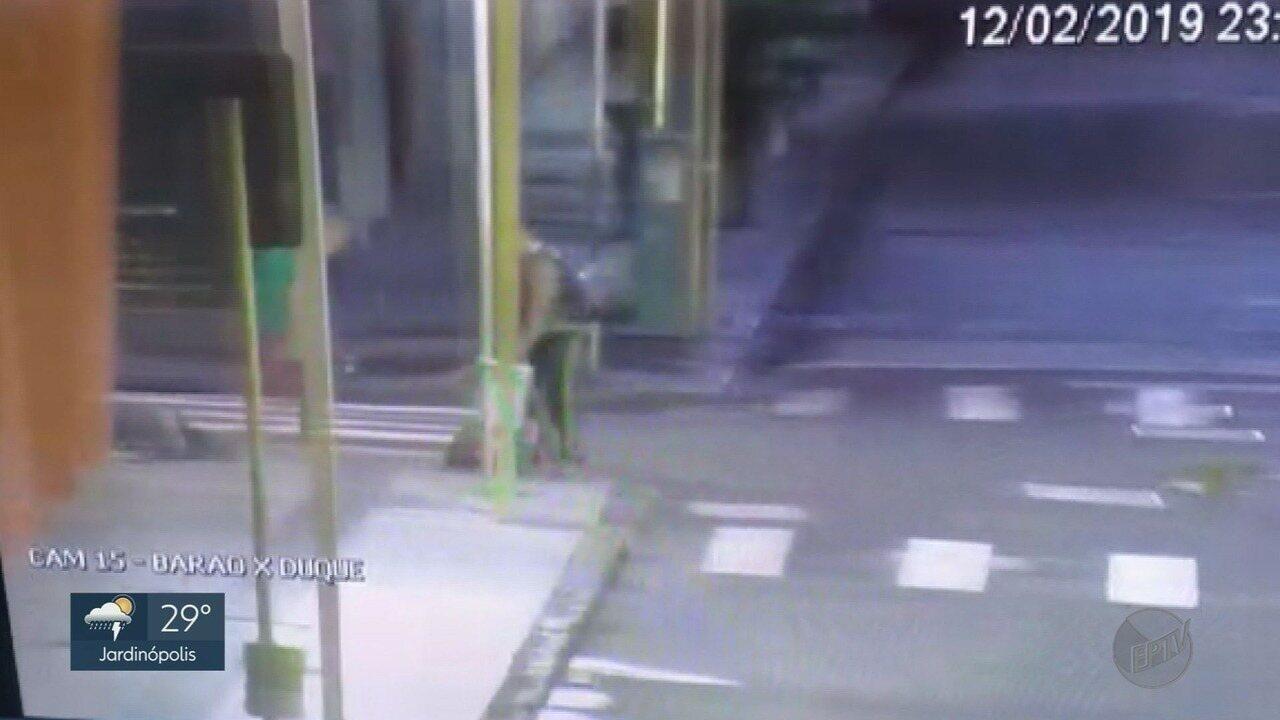 Dupla é presa após agredir mulher no meio da rua em Ribeirão Preto