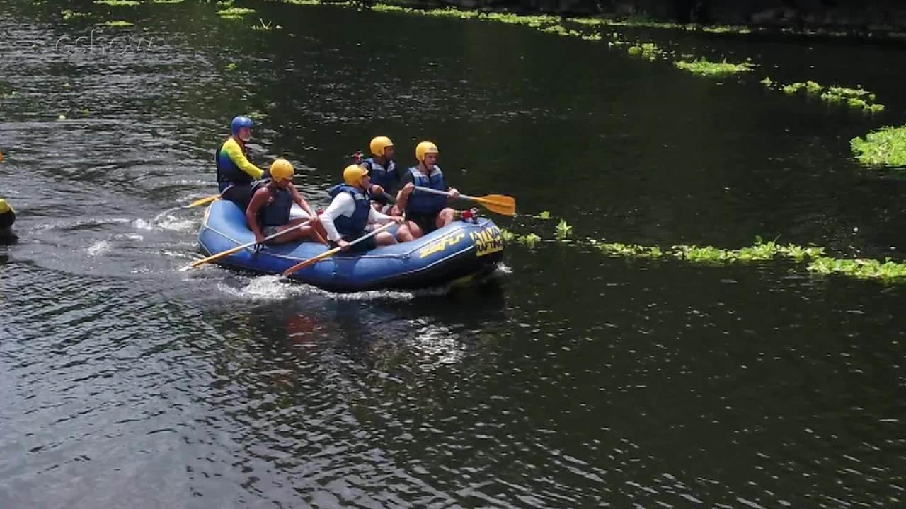 Otaviano Costa faz rafting rio abaixo