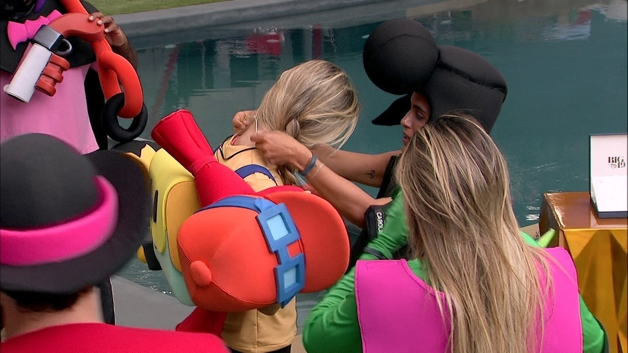 Carolina escolhe Hariany e Paula para cumprirem Castigo do Monstro O Bebê e A Mamadeira