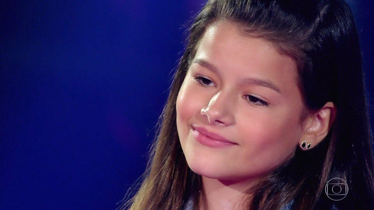 Giulia Levita segue na competição após cantar com Anabella e Guilherme Eiji