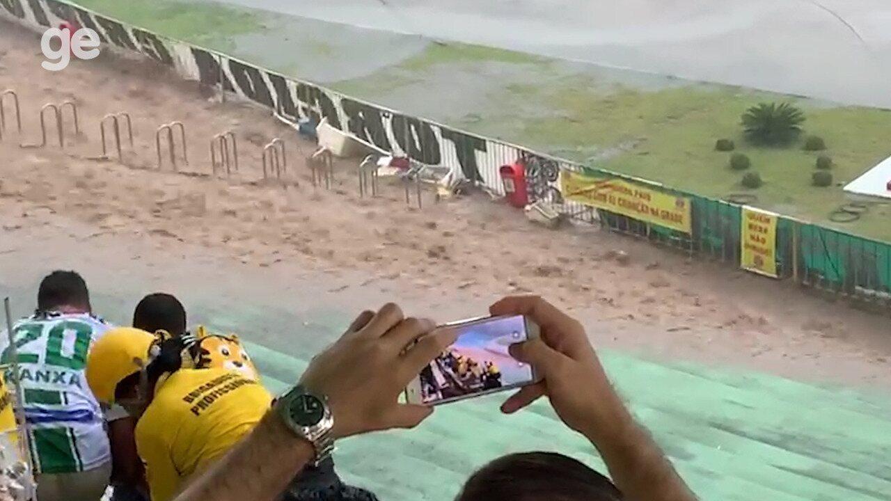Chuva atinge Estádio Lomanto Júnior e assusta torcedores