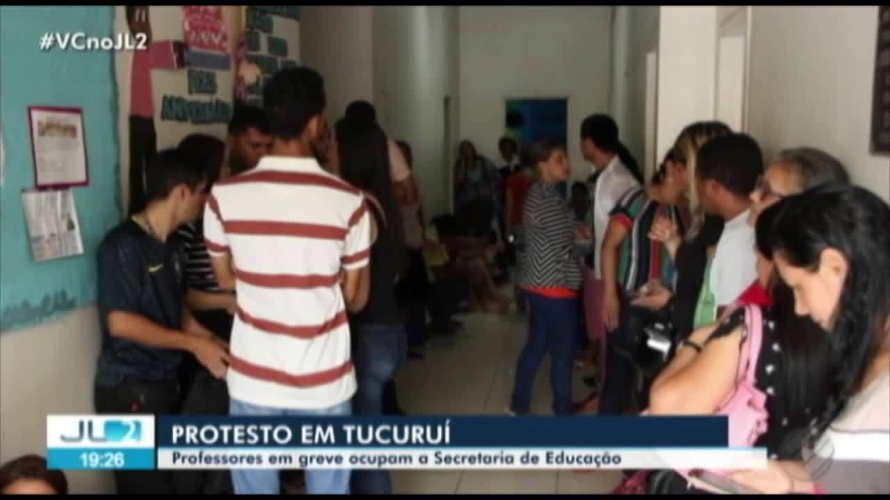 Professores ocupam prédio da Secretaria de Educação de Tucuruí, no Pará