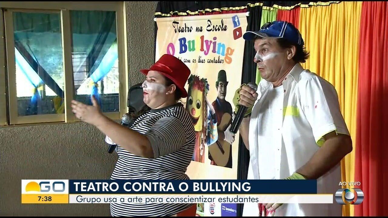 Voluntários fazem teatro contra bullying em escola de Aparecida de Goiânia