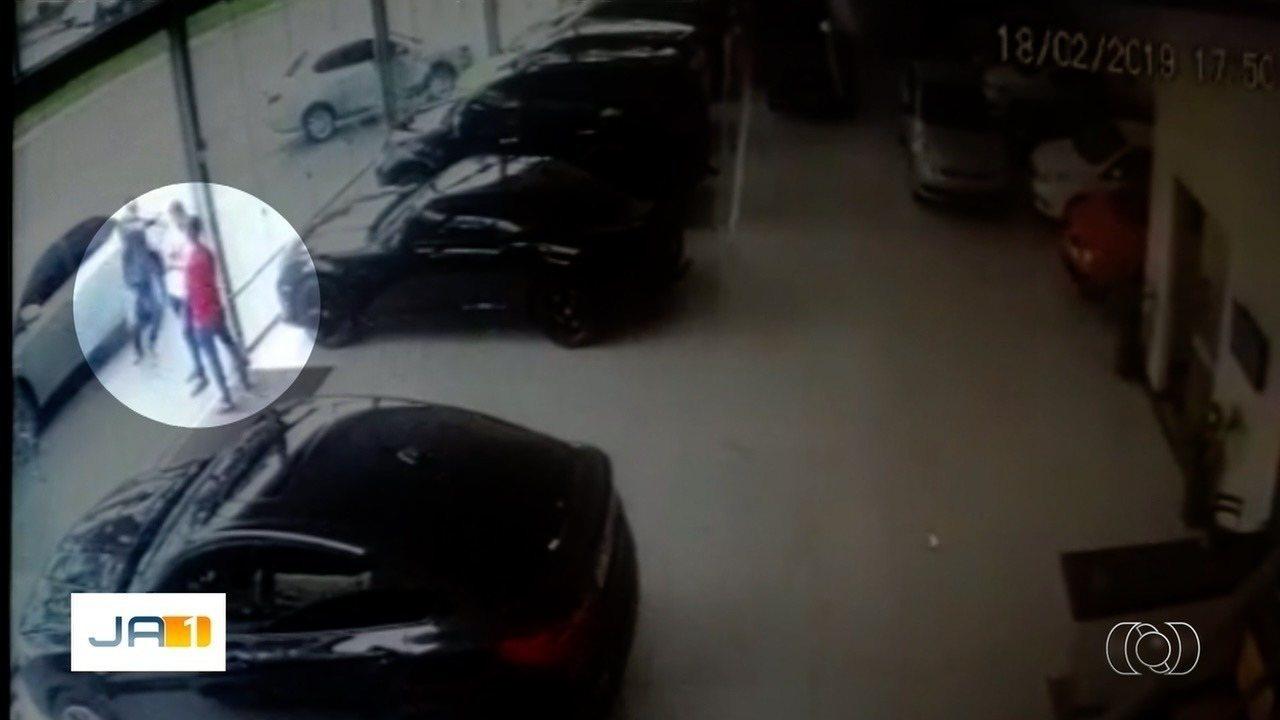 Dono de garagem e cliente são mortos a tiros, em Goiânia