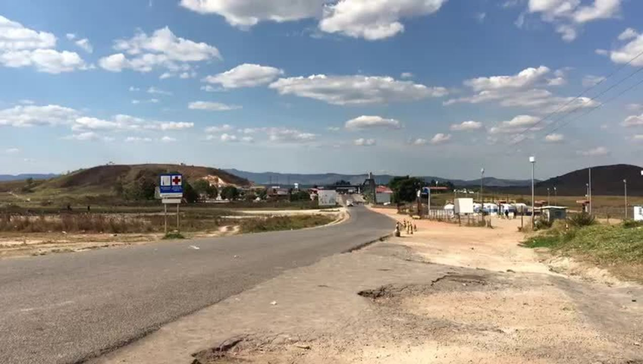 Ambulância cruza fronteira da Venezuela em direção ao Brasil