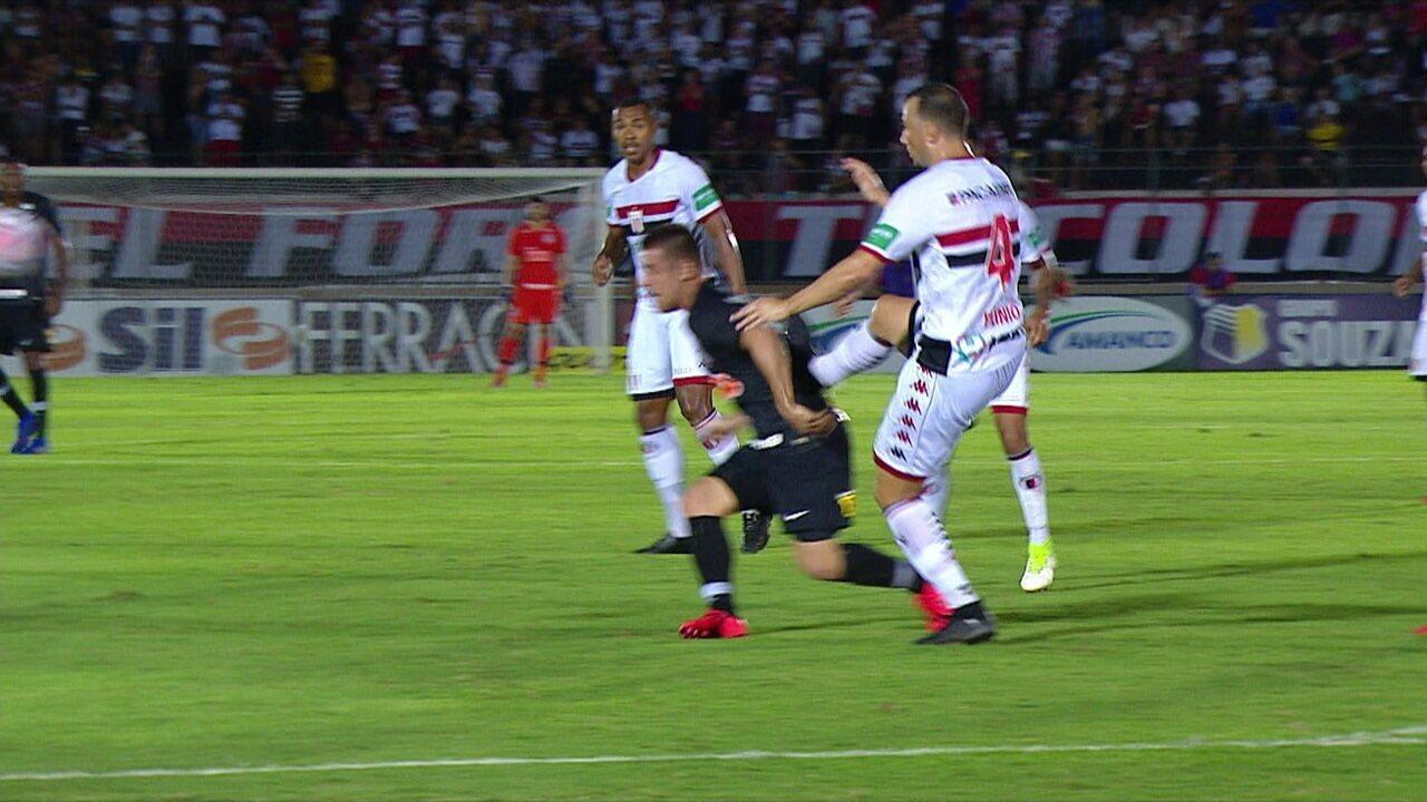 Plínio San! Zagueiro do Botafogo aplica golpe de karatê em Ramiro e é expulso de campo, aos 40' do 1ºT