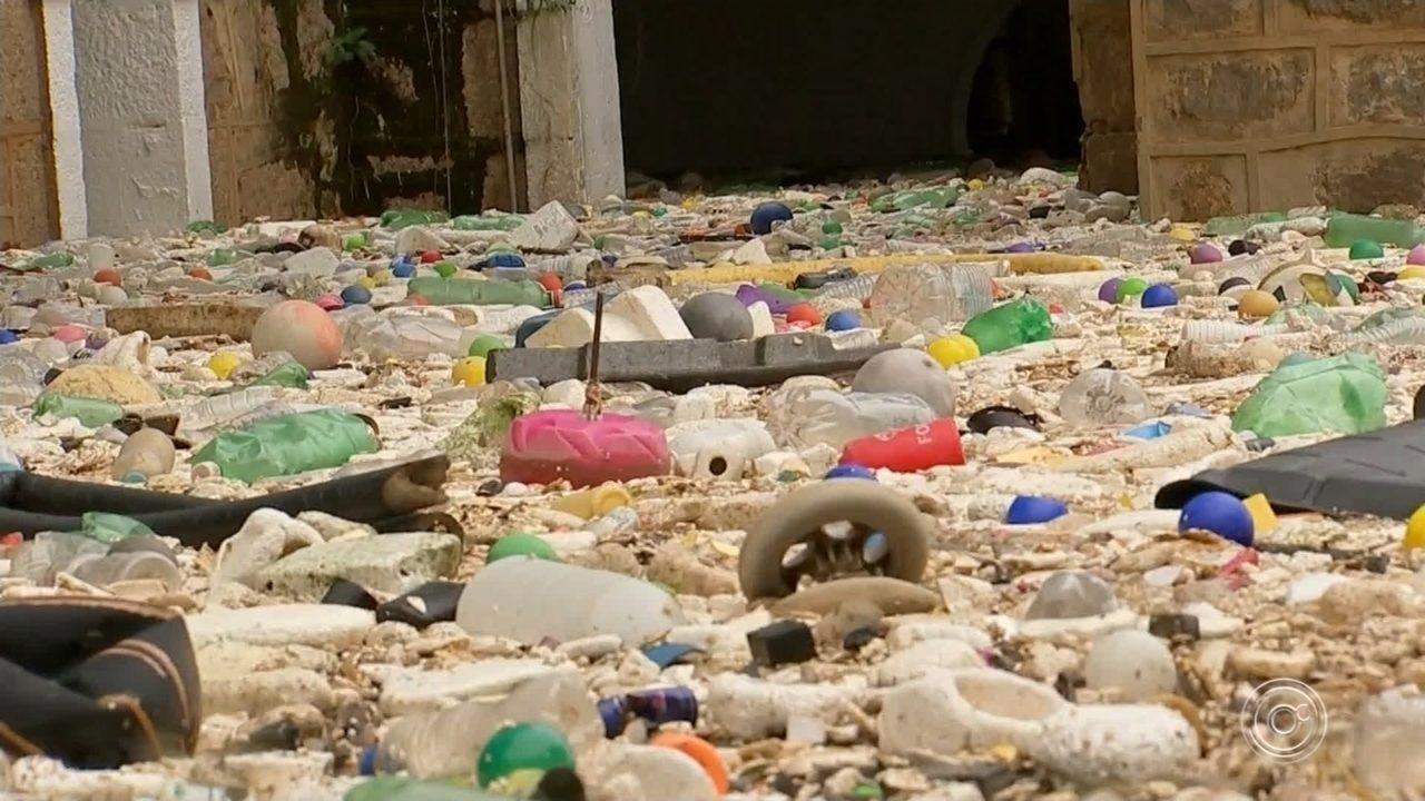 Entenda como o lixo chega até o Rio Tietê no trecho que passa por Salto
