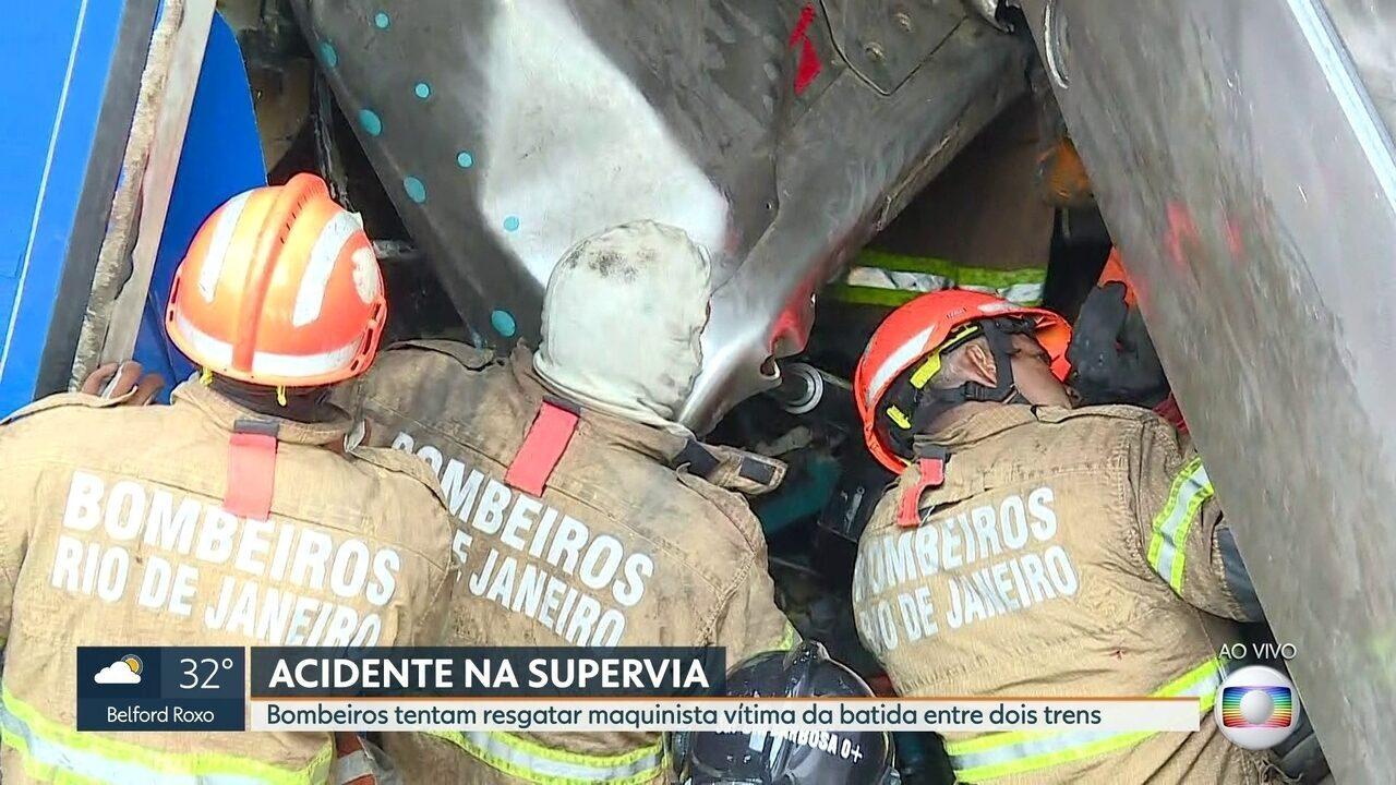 Bombeiros tentam resgatar maquinista preso às ferragens de trem em São Cristóvão