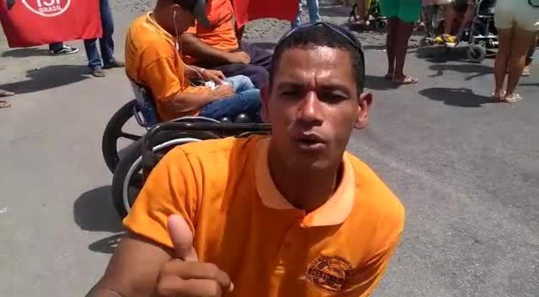 Resultado de imagem para Cadeirantes protestam no Benedito Bente