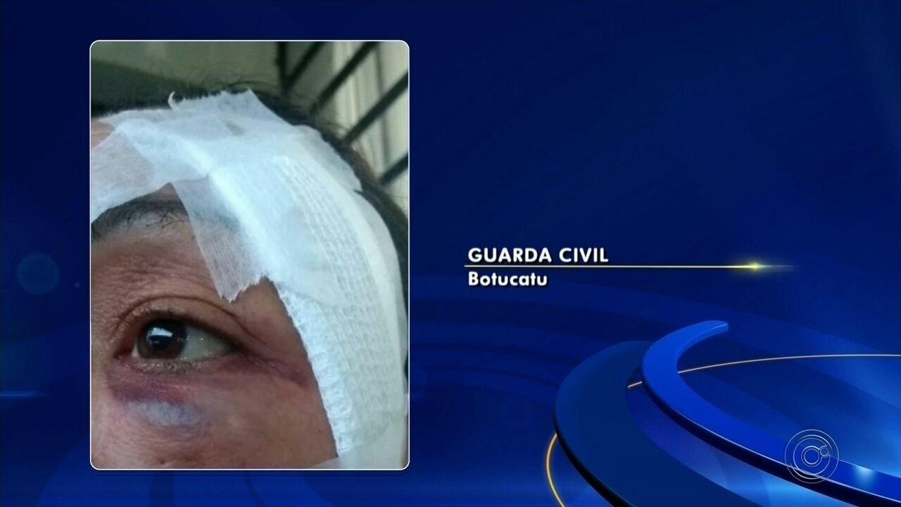 Homem quebra o dedo ao espancar a mulher em Botucatu