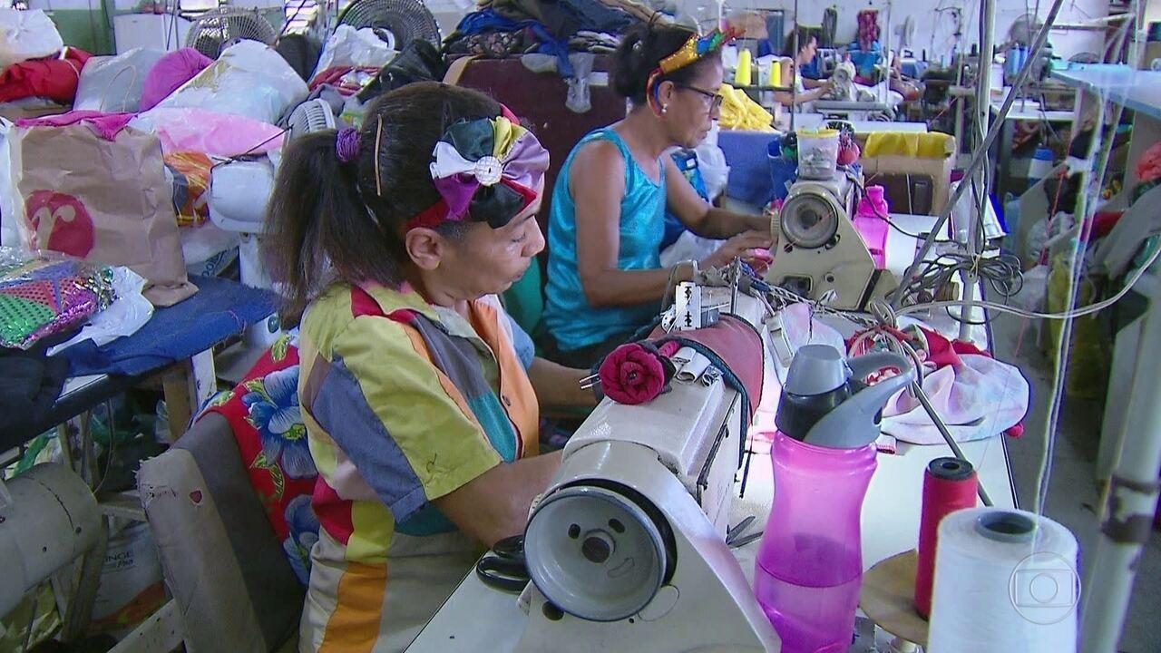 Carnaval traz dinheiro extra para um batalhão de trabalhadores