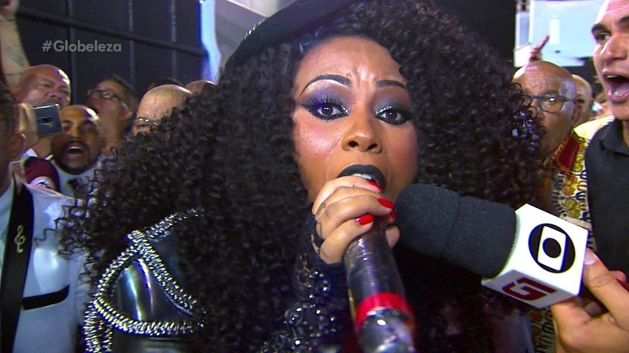 Intérprete da Vai-Vai há 2 anos, Grazi Brasil desfila com traje dos panteras negras
